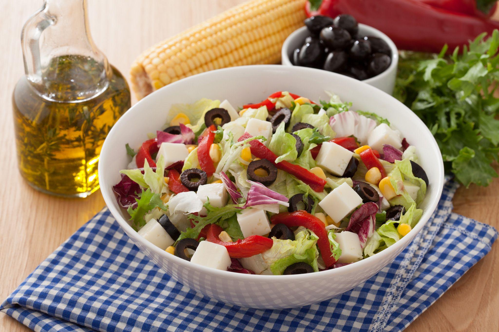 Balzamik Soslu ve Zeytinli Salatalık